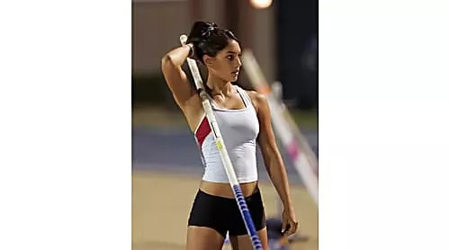 [Gallery] Teenage pole vaulter's life is almost ruined after pictures go viral
